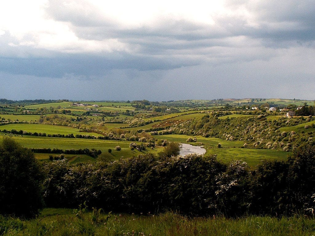 Valley of the River Boyne. By Jule_Berlin [CC BY 2.0 (http://creativecommons.org/licenses/by/2.0)], via Wikimedia Commons