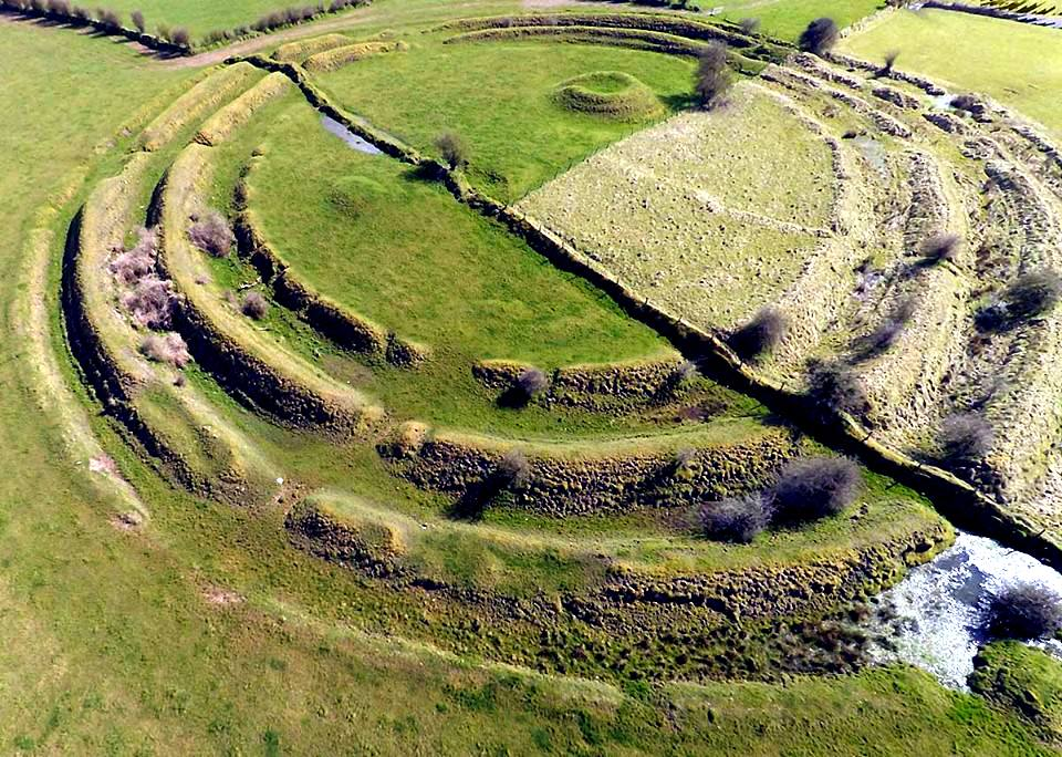 By West Lothian Archaeological Trust (Jim Knowles, Frank Scott and John Wells) [CC BY-SA 4.0 (http://creativecommons.org/licenses/by-sa/4.0)], via Wikimedia Commons