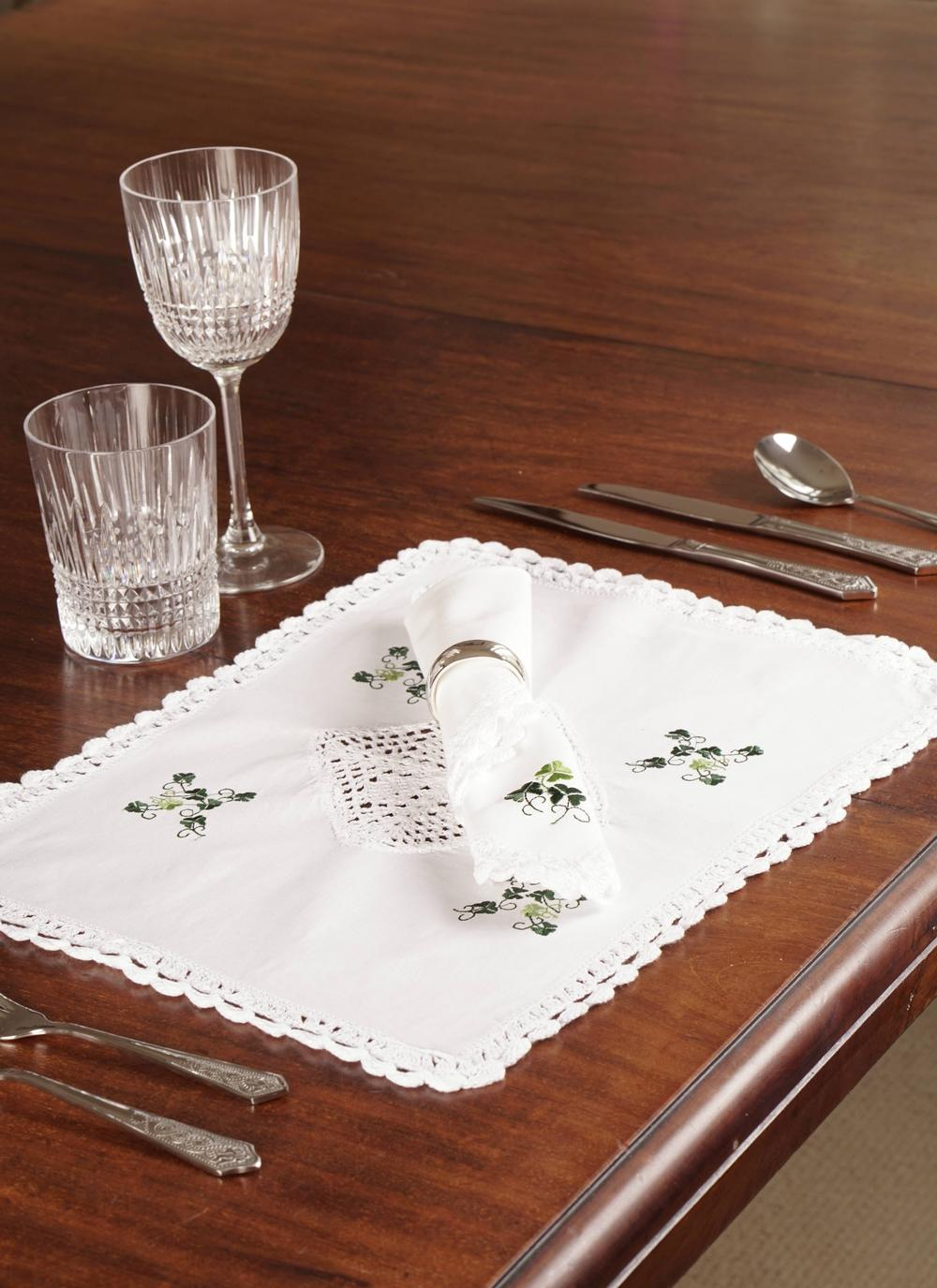 Blarney Shamrock Table Linens: Stunning shamrock table linens for your home