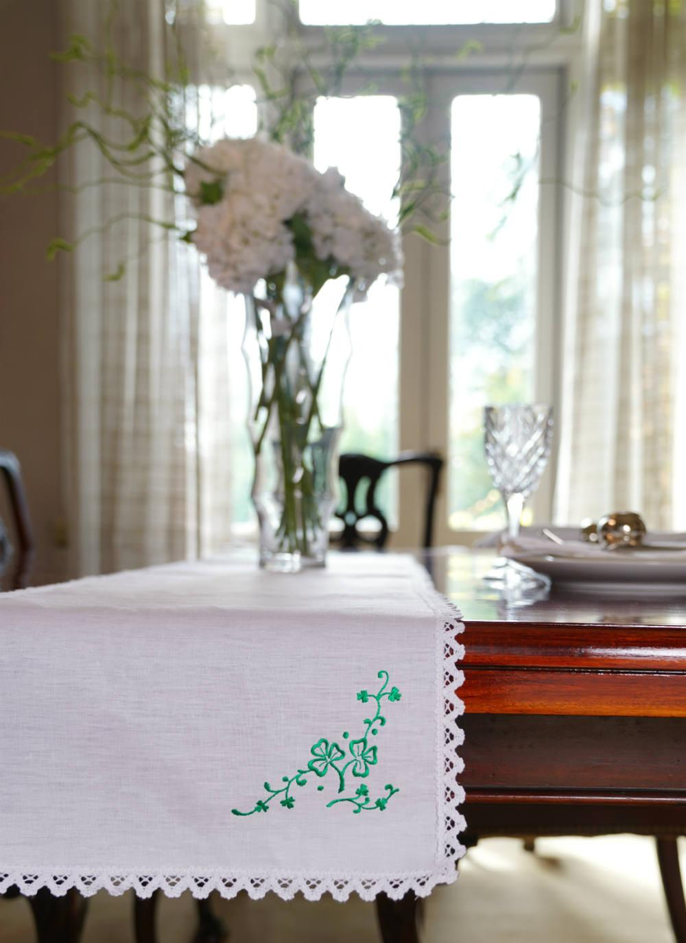 Shamrock Spray Linen Table Runner